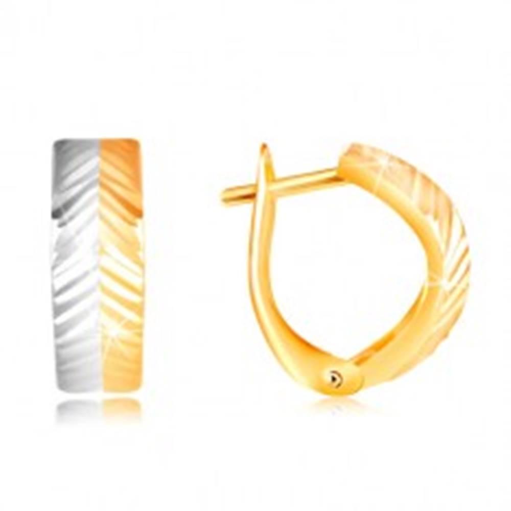 Šperky eshop Zlaté náušnice 585 - vypuklý oblúk so šikmými zárezmi, žlté a biele zlato