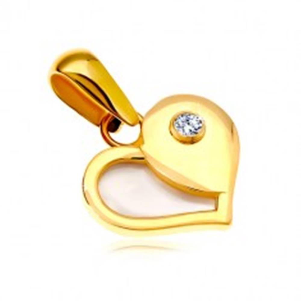 Šperky eshop Zlatý 14K prívesok - srdce s polovicou z bielej perlete a okrúhlym zirkónom