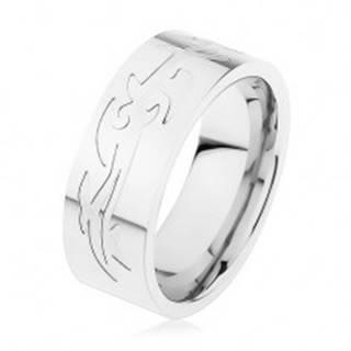 Oceľový prsteň, strieborná farba, gravírovaný tribal vzor - Veľkosť: 57 mm