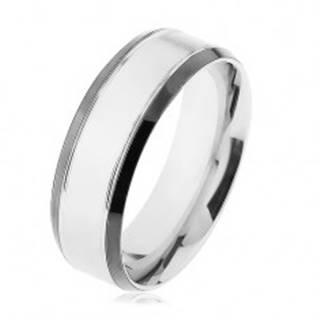 Oceľový prsteň, strieborná farba, lesklý lem čiernej farby - Veľkosť: 56 mm