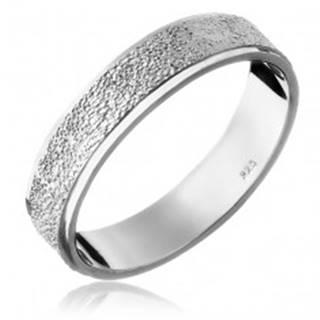 Strieborný prsteň 925 - pieskovaný stredový pás - Veľkosť: 49 mm