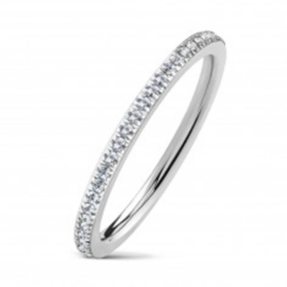 Šperky eshop Obrúčka z chirurgickej ocele, strieborná farba, číre trblietavé zirkóniky, 2 mm - Veľkosť: 49 mm