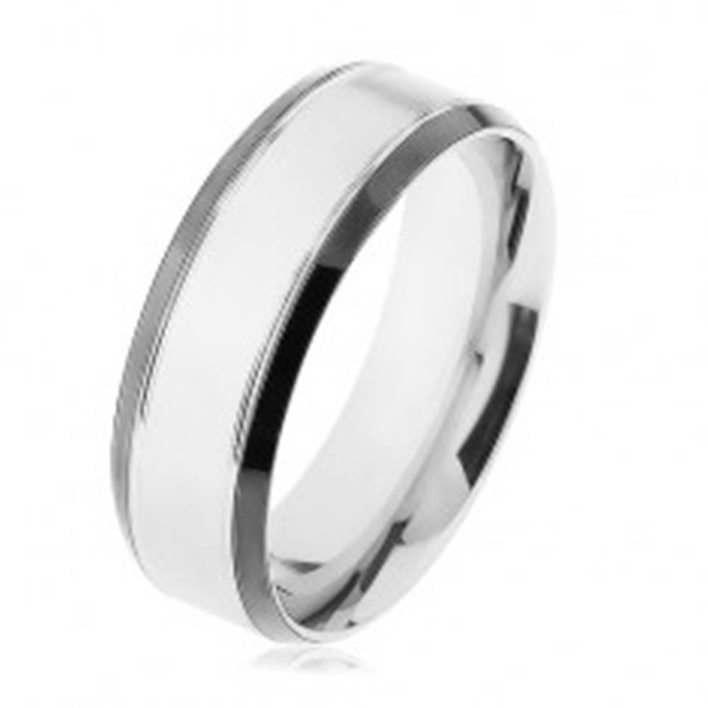 Šperky eshop Oceľový prsteň, strieborná farba, lesklý lem čiernej farby - Veľkosť: 56 mm