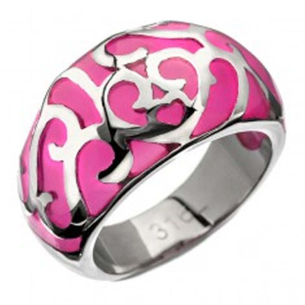 Šperky eshop Prsteň z ocele - ružový s kovovou dekoráciou, srdiečko - Veľkosť: 50 mm