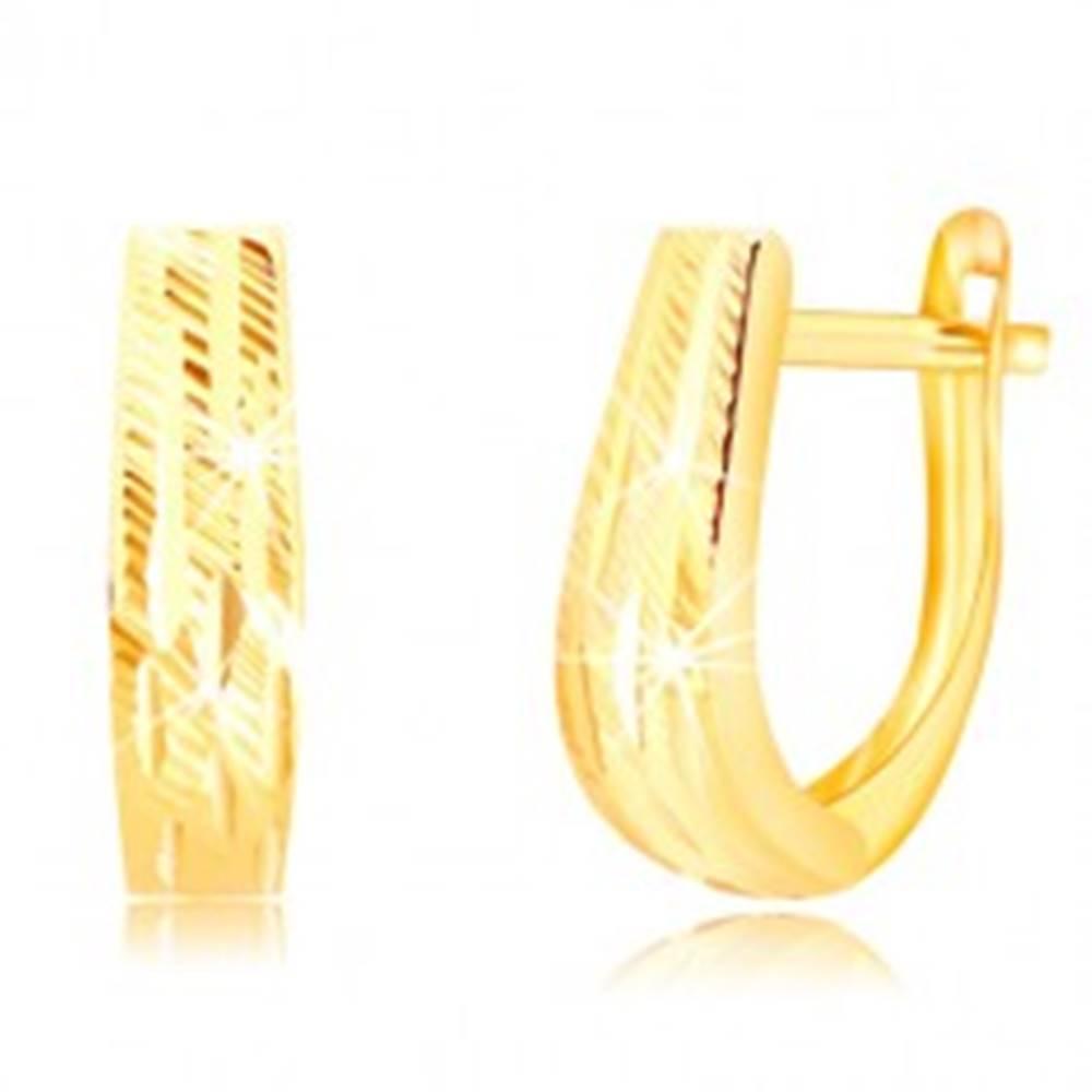Šperky eshop Náušnice v žltom 14K zlate - rozširujúci sa pás s ozdobnými zárezmi