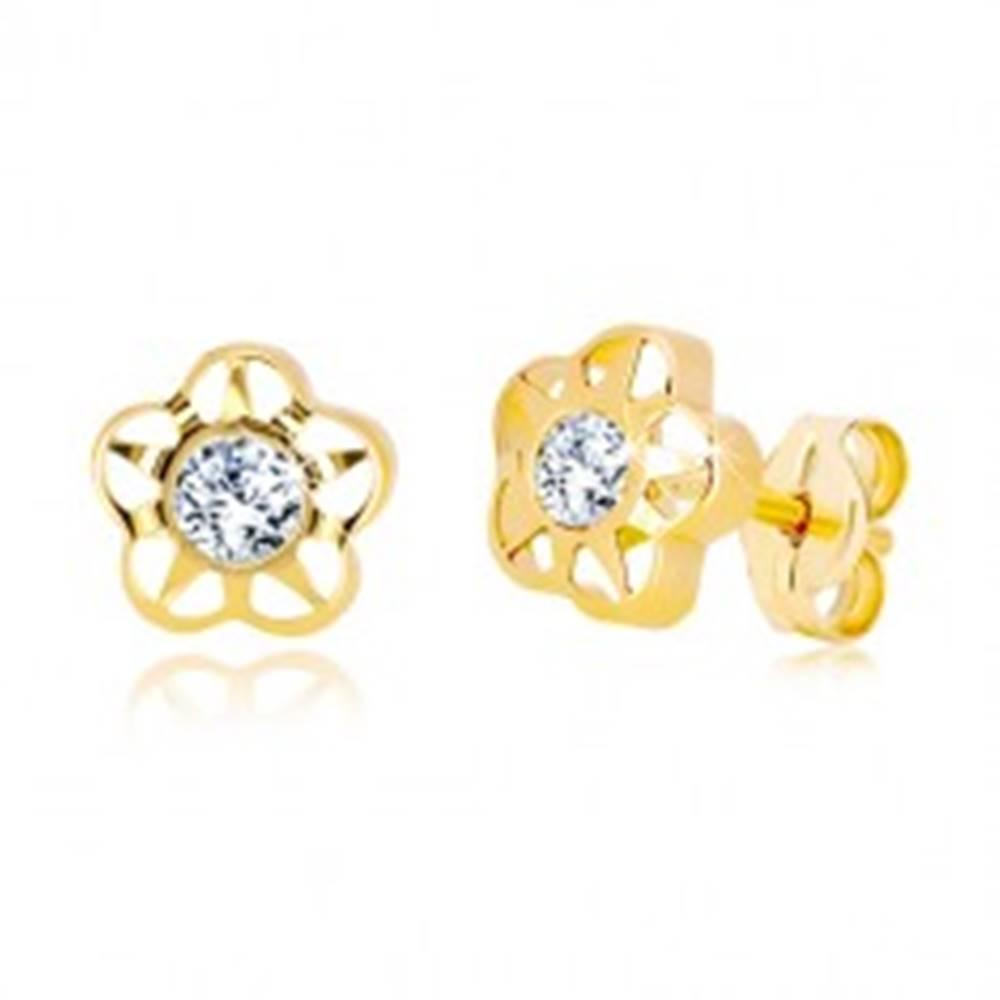 Šperky eshop Náušnice v žltom 14K zlate - vyrezávaný kvet s čírym žiarivým zirkónom