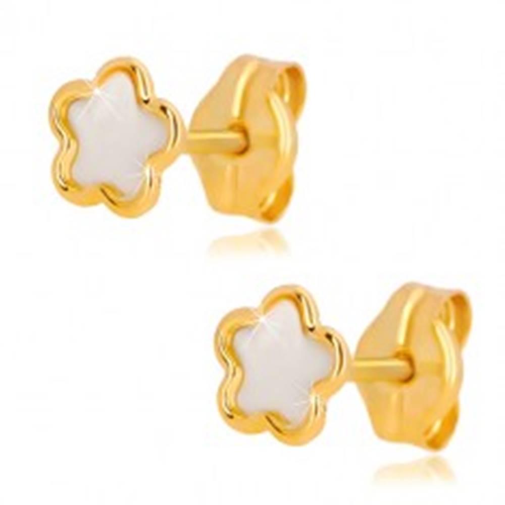 Šperky eshop Náušnice zo žltého 14K zlata - kvet s prírodnou perleťou, puzetové