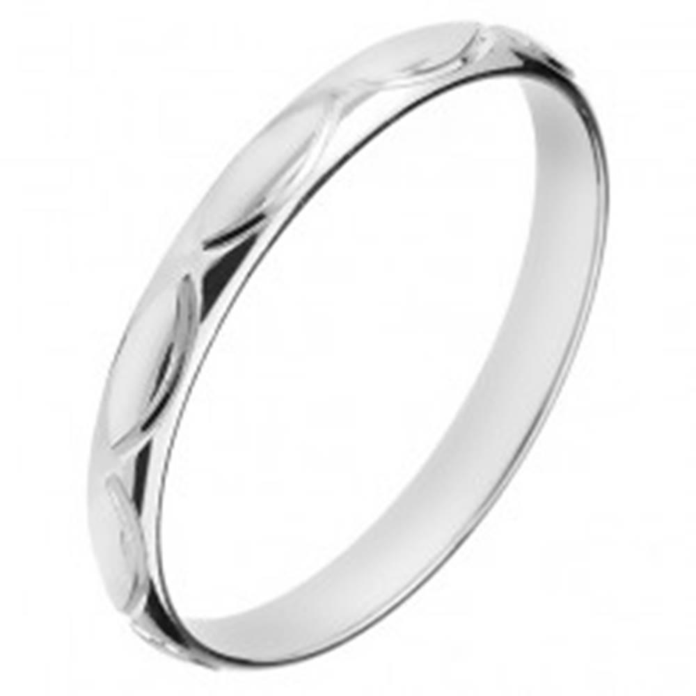 Šperky eshop Obrúčka zo striebra 925 - gravírované obrysy zrnka - Veľkosť: 50 mm