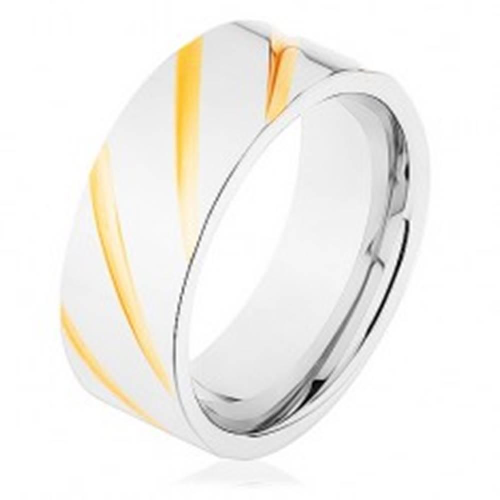 Šperky eshop Obrúčka z ocele 316L, povrch striebornej farby, šikmé ryhy v zlatom odtieni - Veľkosť: 56 mm
