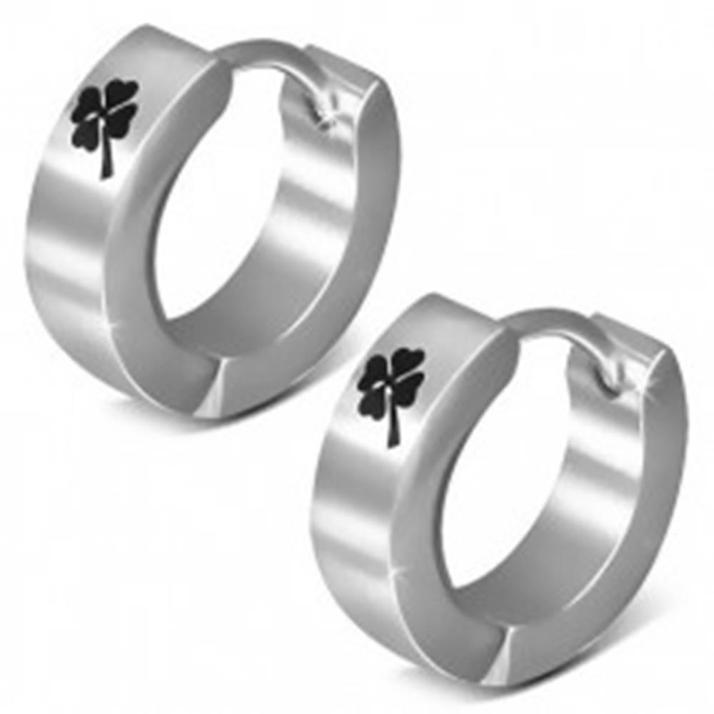 Šperky eshop Oceľové náušnice, lesklé kruhy, čierny štvorlístok, kĺbové zapínanie