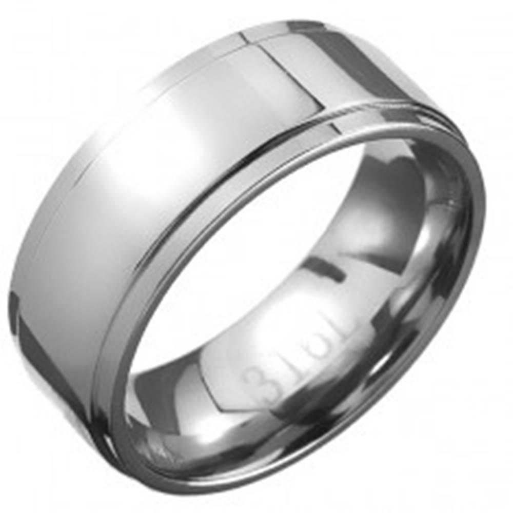 Šperky eshop Oceľový prsteň - obrúčka striebornej farby so stredovým pásom - Veľkosť: 57 mm
