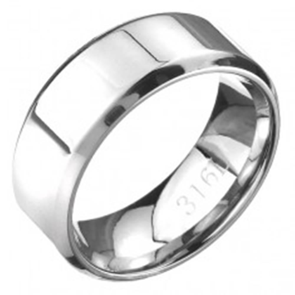 Šperky eshop Prsteň z ocele - lesklá obrúčka striebornej farby so zrezanými hranami - Veľkosť: 56 mm