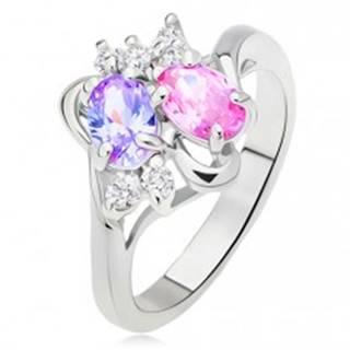 Lesklý prsteň, rozvetvené a zvlnené ramená, farebné a číre kamienky - Veľkosť: 51 mm