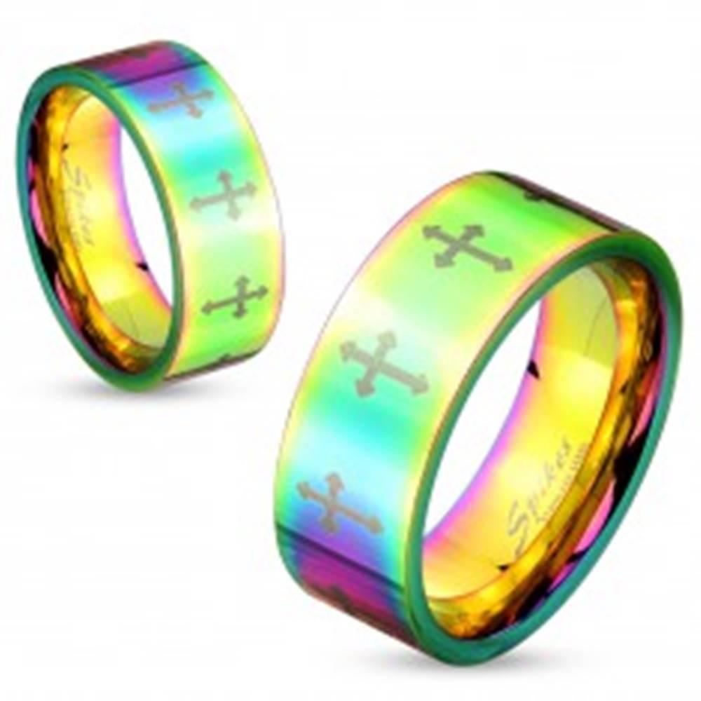 Šperky eshop Farebný oceľový prsteň s lesklým povrchom a krížikmi striebornej farby, 6 mm - Veľkosť: 50 mm