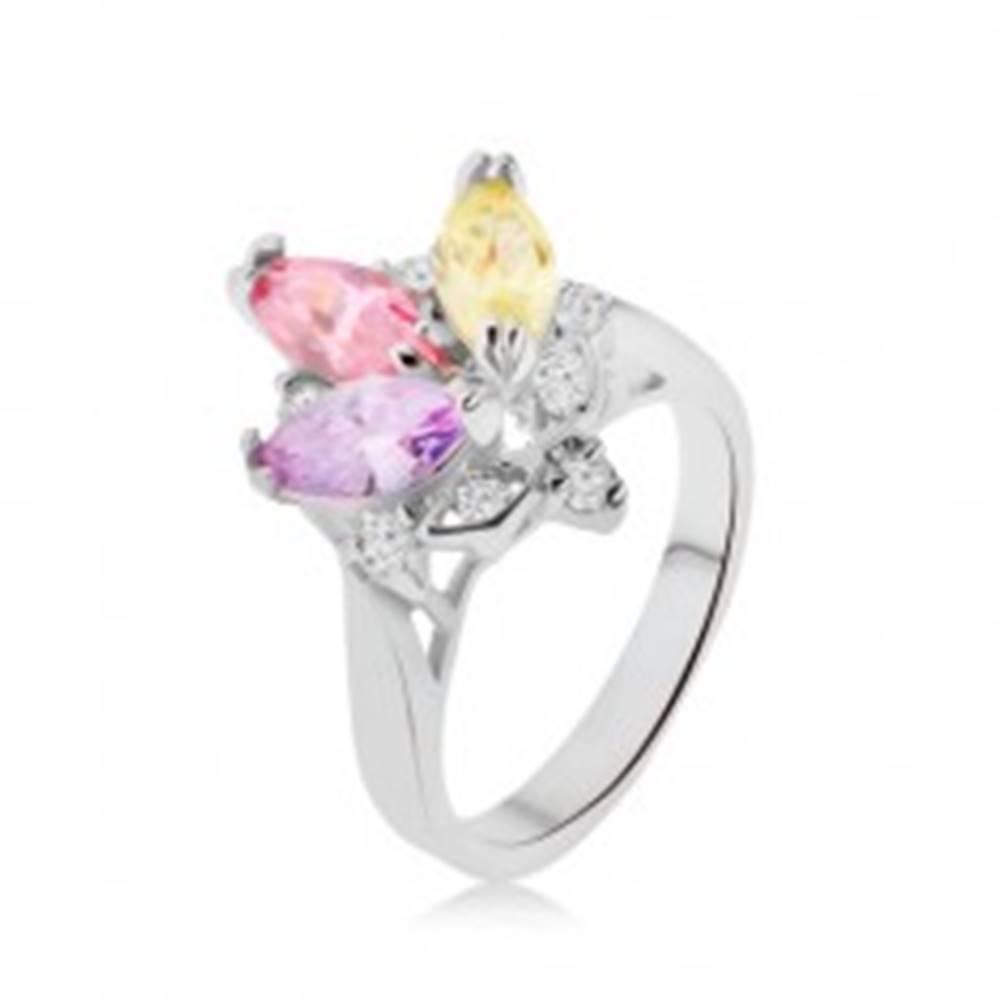 Šperky eshop Lesklý prsteň - farebné zrniečkové kamienky v kotlíku, číre zirkóniky, korunka - Veľkosť: 48 mm