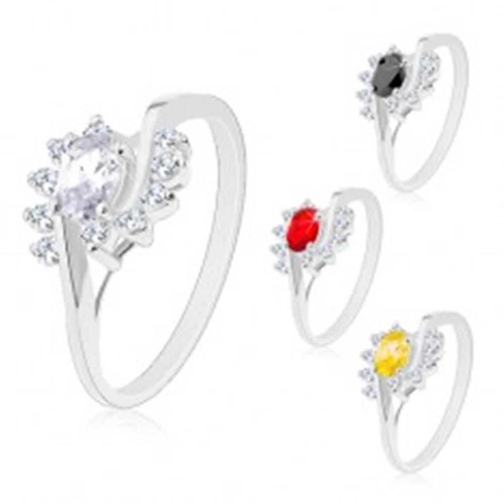 Šperky eshop Prsteň so zvlnenými ramenami, farebný zirkónový ovál a oblúčiky z čírych zirkónov - Veľkosť: 49 mm, Farba: Červená