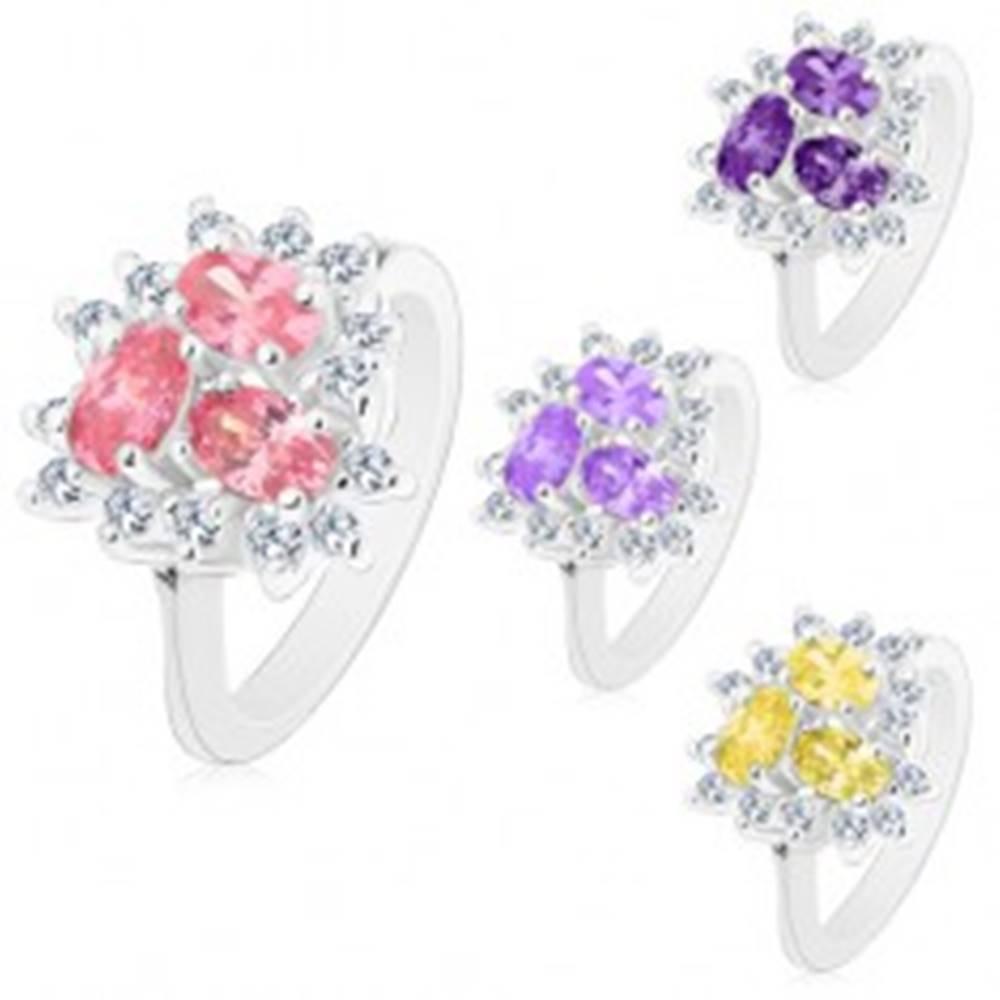 Šperky eshop Prsteň striebornej farby, tri brúsené oválne zirkóny, číra obruba - Veľkosť: 53 mm, Farba: Svetlofialová