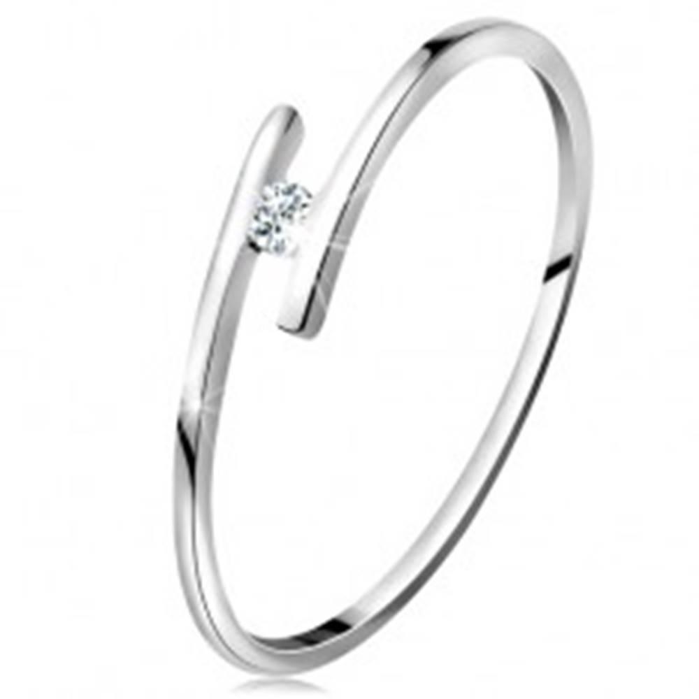 Šperky eshop Prsteň z bieleho 14K zlata - tenké lesklé ramená, ligotavý číry briliant - Veľkosť: 49 mm