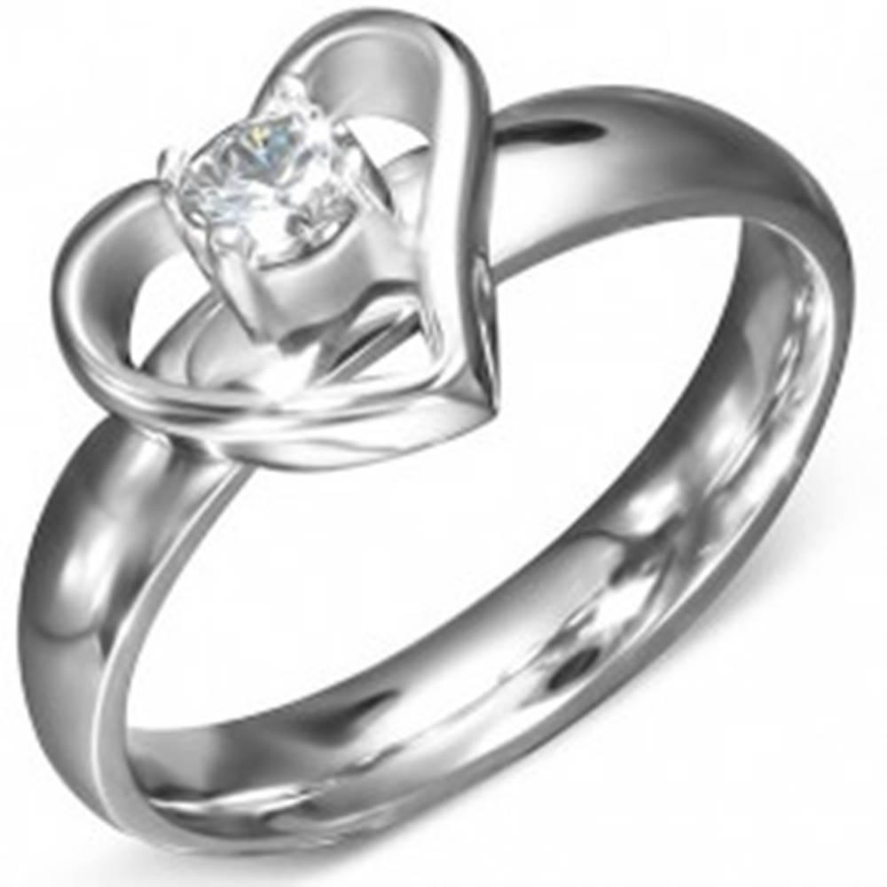 Šperky eshop Prsteň z ocele - kontúra srdca s čírym zirkónom v strede - Veľkosť: 49 mm