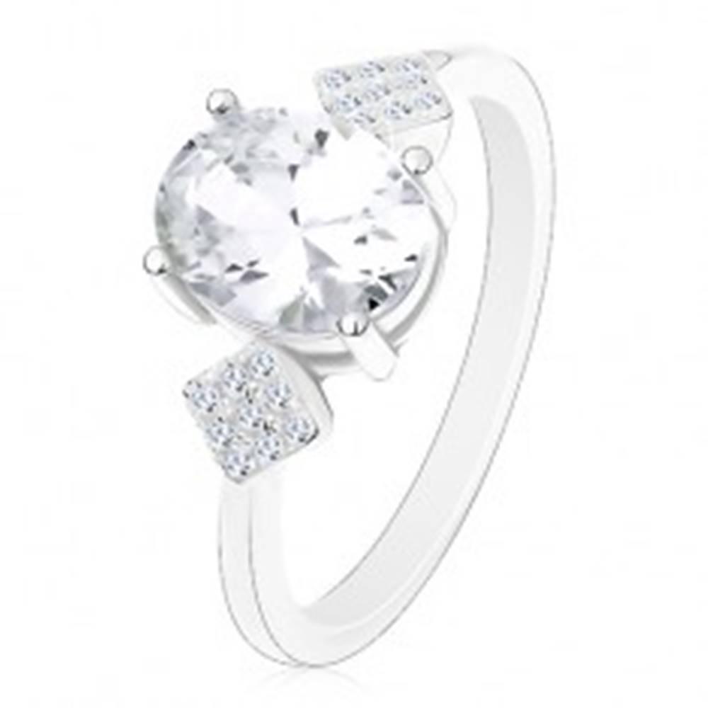 Šperky eshop Prsteň zo striebra 925, oválny zirkón čírej farby, zirkónové kosoštvorce - Veľkosť: 49 mm