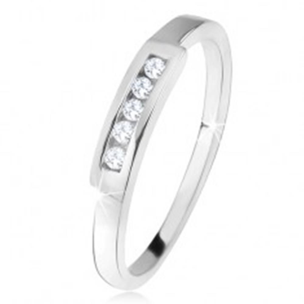 Šperky eshop Prsteň zo striebra 925, širší matný pás so vsadenými čírymi zirkónmi - Veľkosť: 50 mm