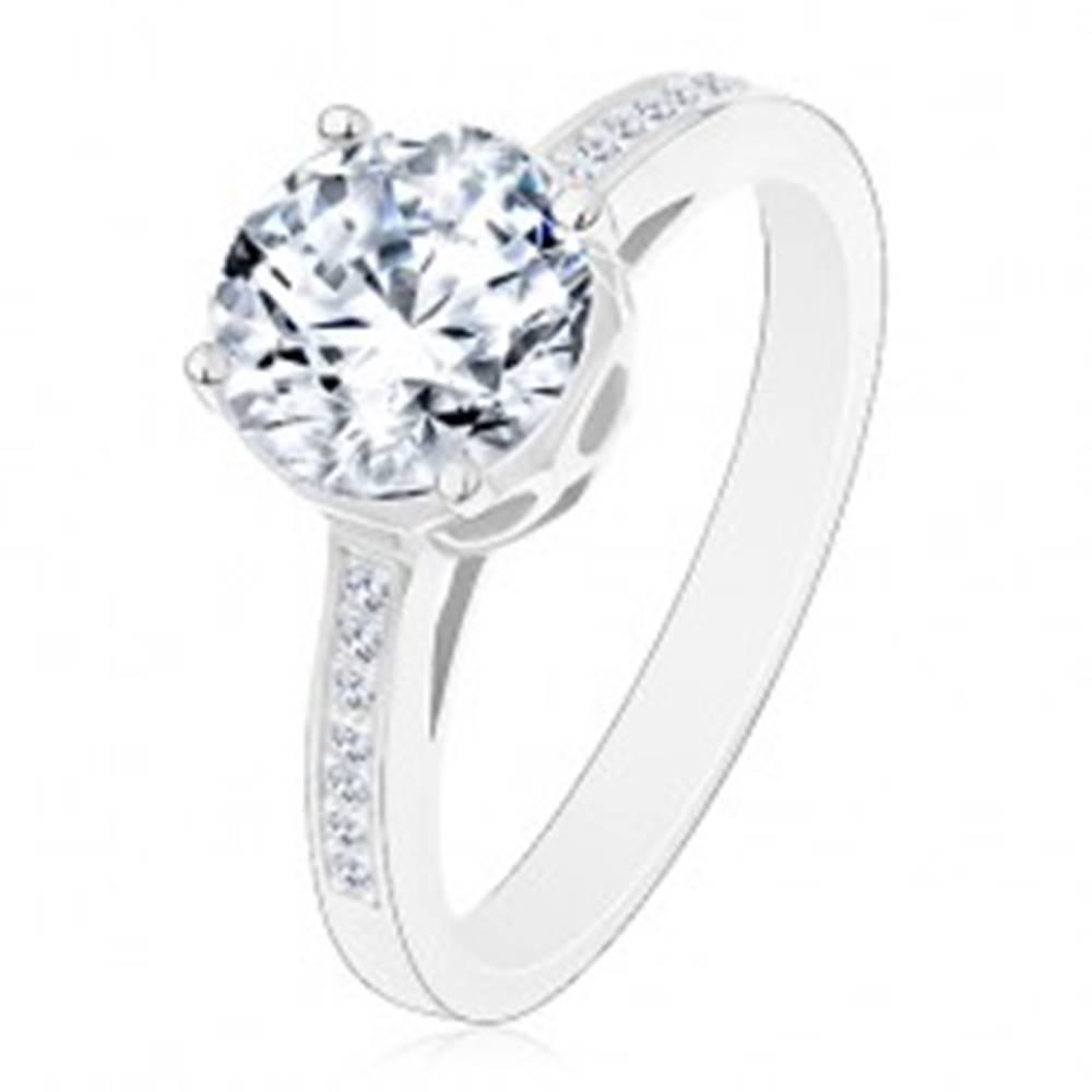 Šperky eshop Strieborný 925 prsteň - zásnubný, veľký okrúhly zirkón čírej farby v ozdobnom kotlíku - Veľkosť: 48 mm