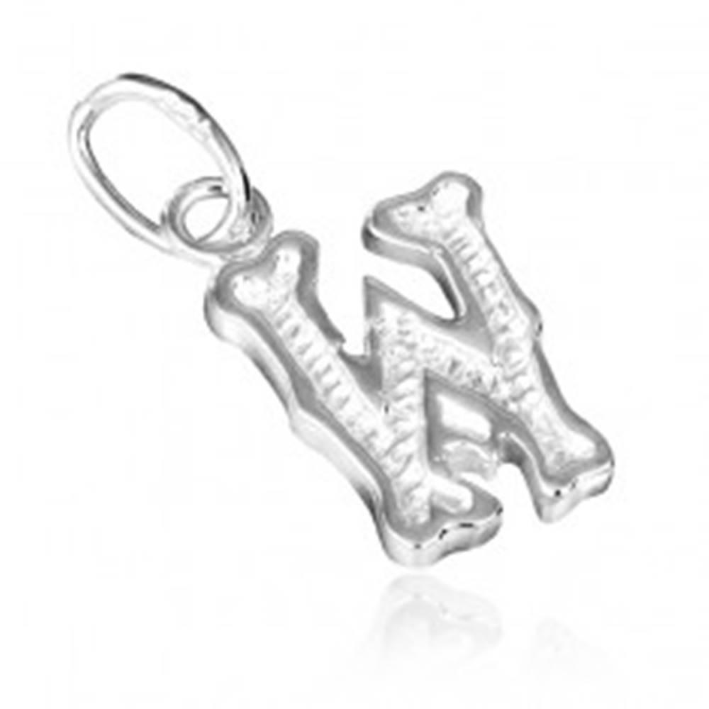 Šperky eshop Strieborný prívesok 925 - písmeno W s vrúbkovaním