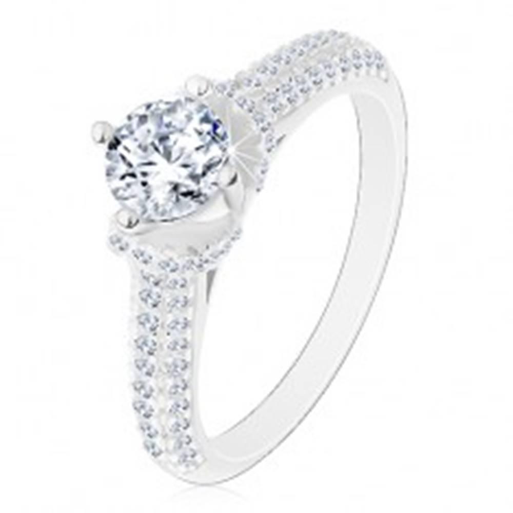 Šperky eshop Strieborný prsteň 925, okrúhly číry zirkón, číre zirkónové ramená - Veľkosť: 49 mm