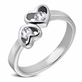 Oceľový prsteň striebornej farby, dve srdcia s čírymi zirkónmi - Veľkosť: 49 mm