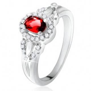 Prsteň s červeným oválnym kameňom, drobné číre zirkóniky, striebro 925 - Veľkosť: 49 mm