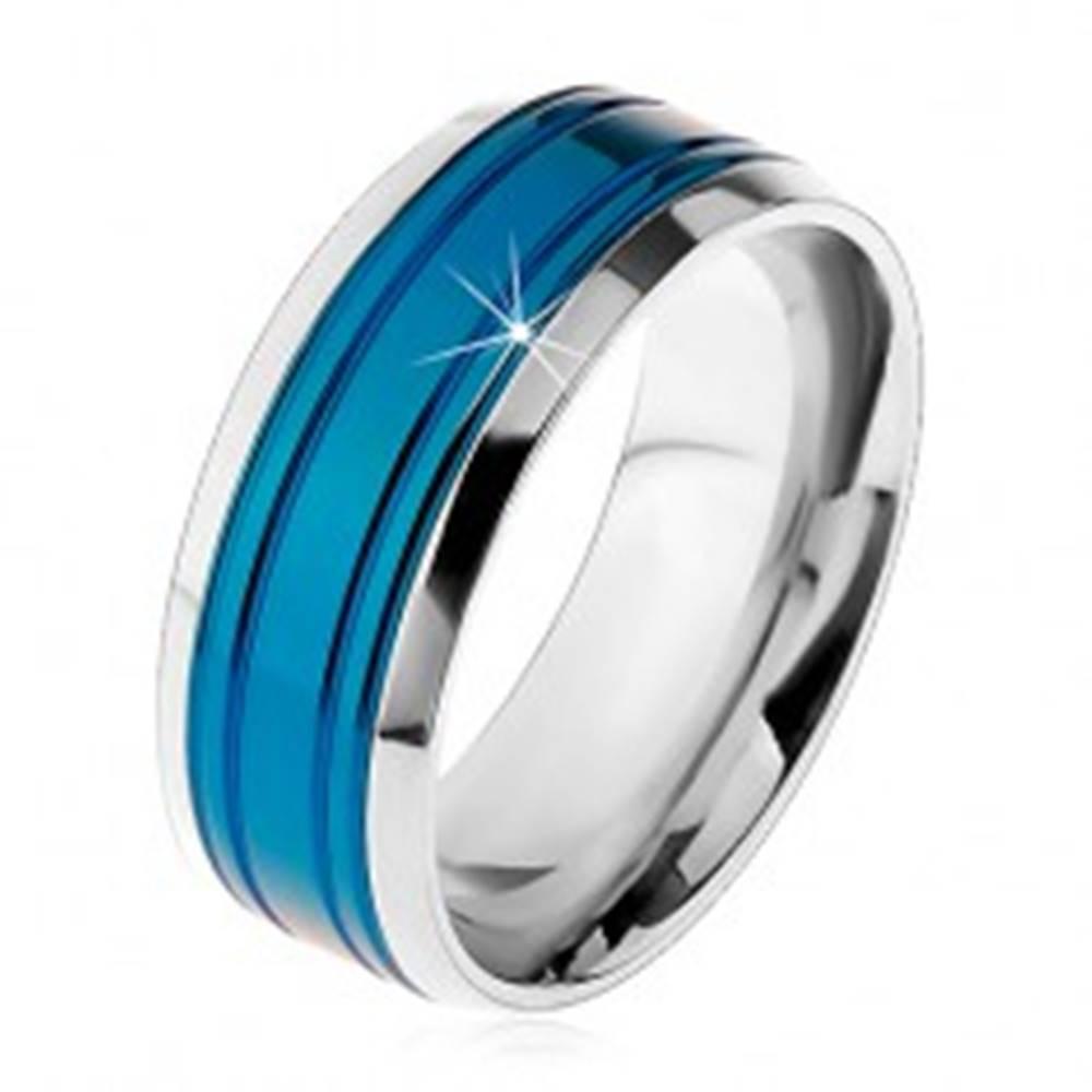 Šperky eshop Obrúčka z chirurgickej ocele, modrý pás, lemy striebornej farby, zárezy, 8 mm - Veľkosť: 57 mm
