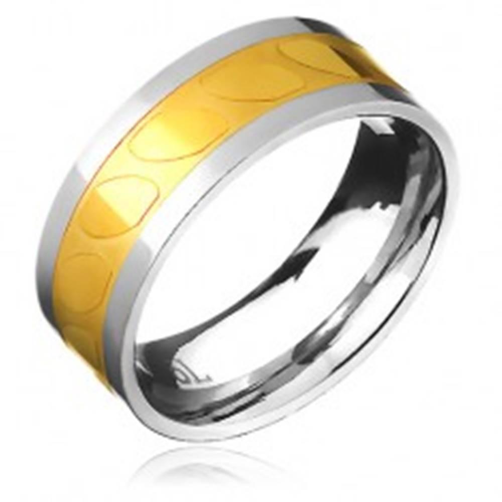 Šperky eshop Obrúčka z ocele - zlato-strieborná farba, motív šikmých oválov - Veľkosť: 57 mm