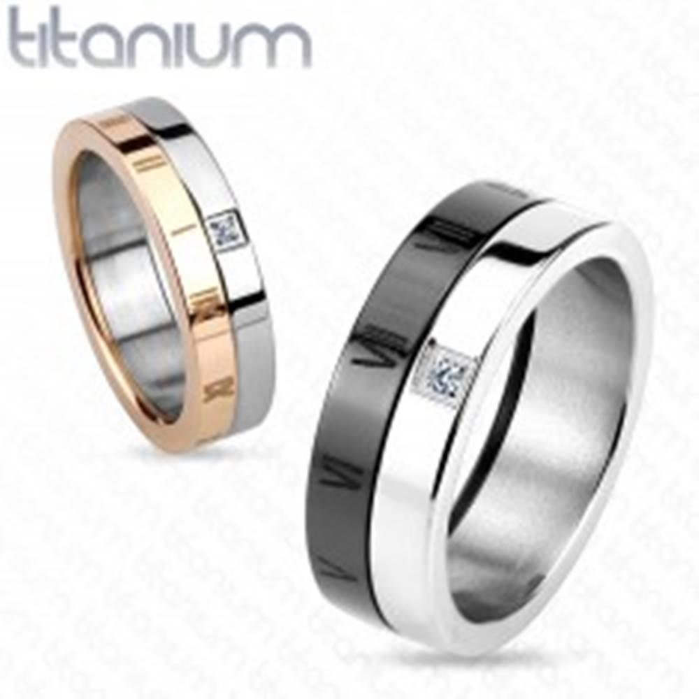 Šperky eshop Obrúčka z titánu, čierna a strieborná farba, rímske číslice, zirkón, 7 mm - Veľkosť: 59 mm