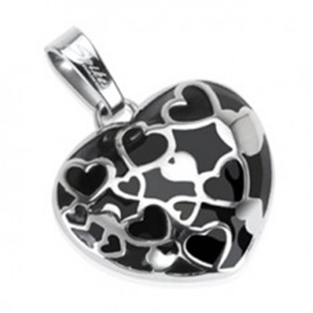Šperky eshop Oceľový prívesok - vypuklé čierne srdce s malými srdiečkami v línii