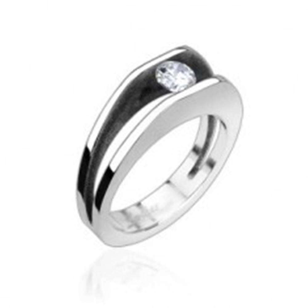 Šperky eshop Oceľový prsteň s 5 mm zirkónom - Veľkosť: 49 mm