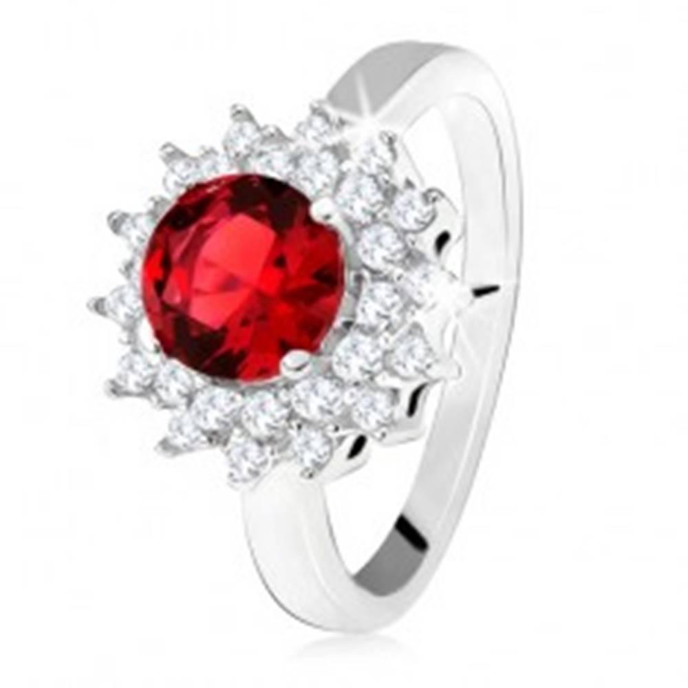 Šperky eshop Prsteň s červeným okrúhlym kameňom a čírymi zirkónikmi, slniečko, striebro 925 - Veľkosť: 50 mm