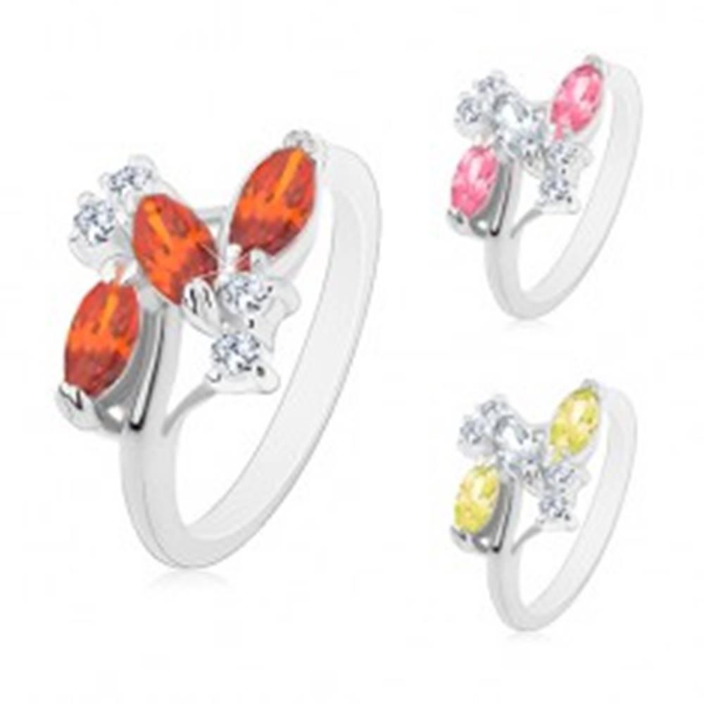 Šperky eshop Prsteň striebornej farby, tri farebné brúsené zrnká, číre zirkóniky - Veľkosť: 49 mm, Farba: Číra - ružová