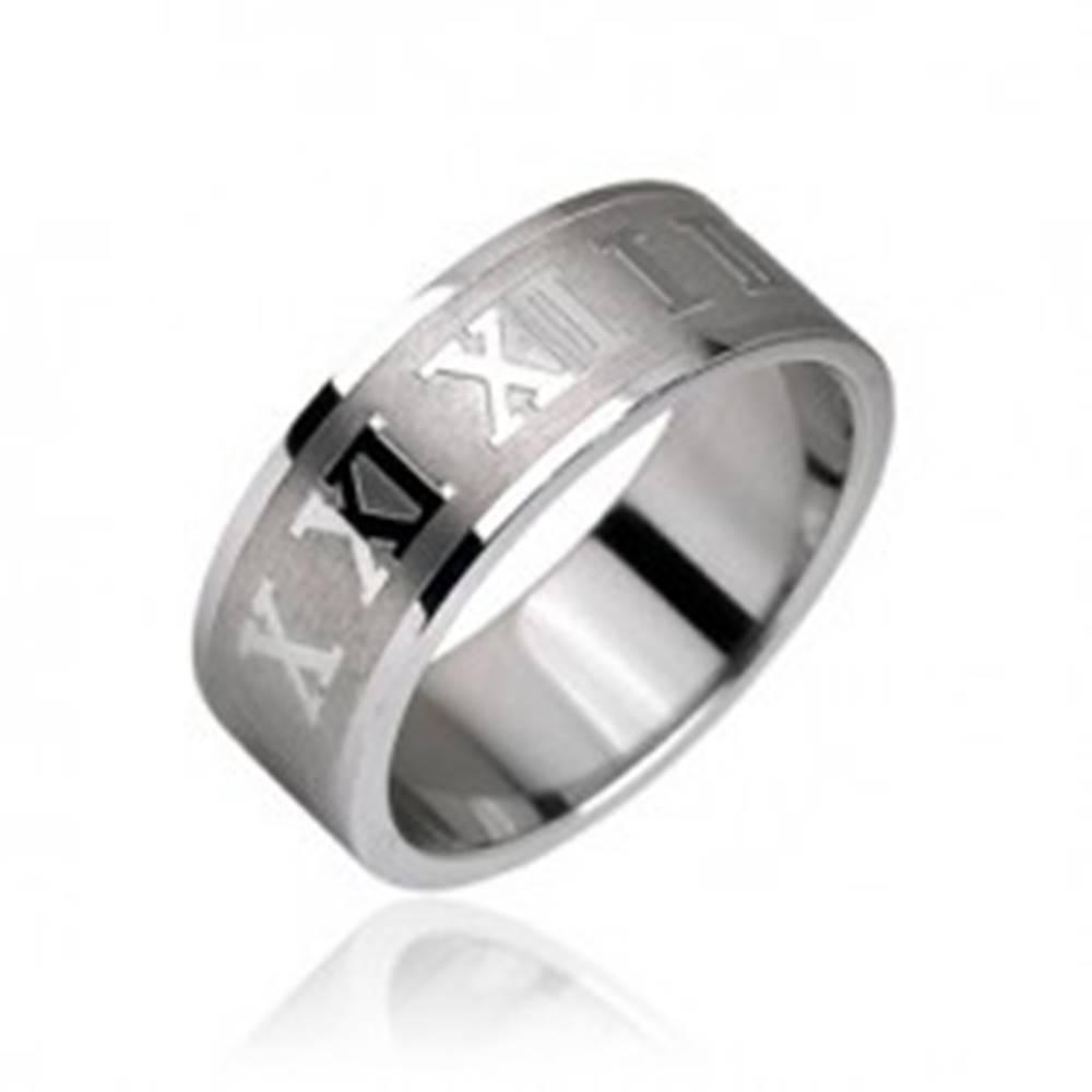 Šperky eshop Prsteň z chirurgickej ocele - rímske číslice na matnom pruhu - Veľkosť: 48 mm