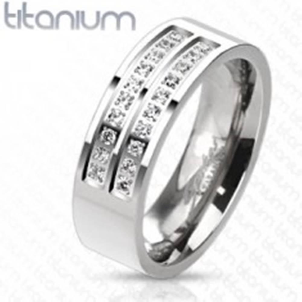 Šperky eshop Prsteň z titánu v striebornom odtieni s líniami čírych zirkónov, 7 mm - Veľkosť: 57 mm