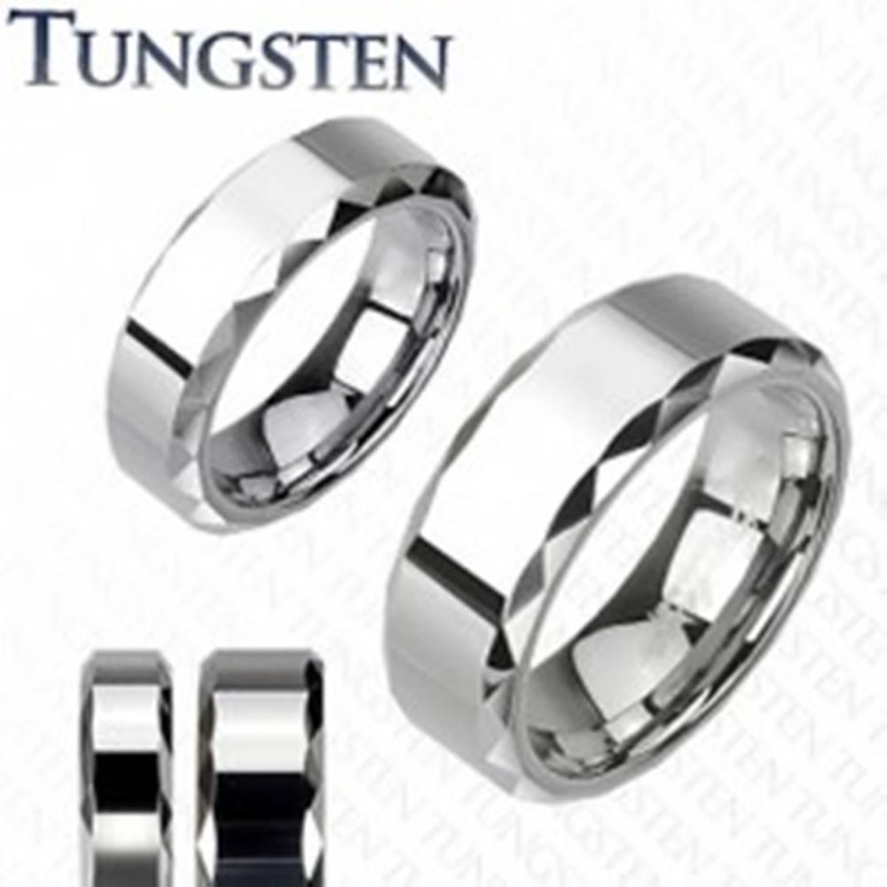 Šperky eshop Prsteň z wolfrámu, strieborný odtieň, skosené vybrúsené okraje, 8 mm - Veľkosť: 49 mm
