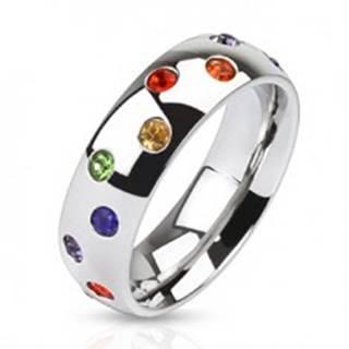 Oceľový prsteň - obrúčka striebornej farby, farebné kamienky - Veľkosť: 49 mm