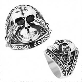 Oceľový prsteň striebornej farby, lesklá lebka s krížom, retiazky, patina - Veľkosť: 57 mm