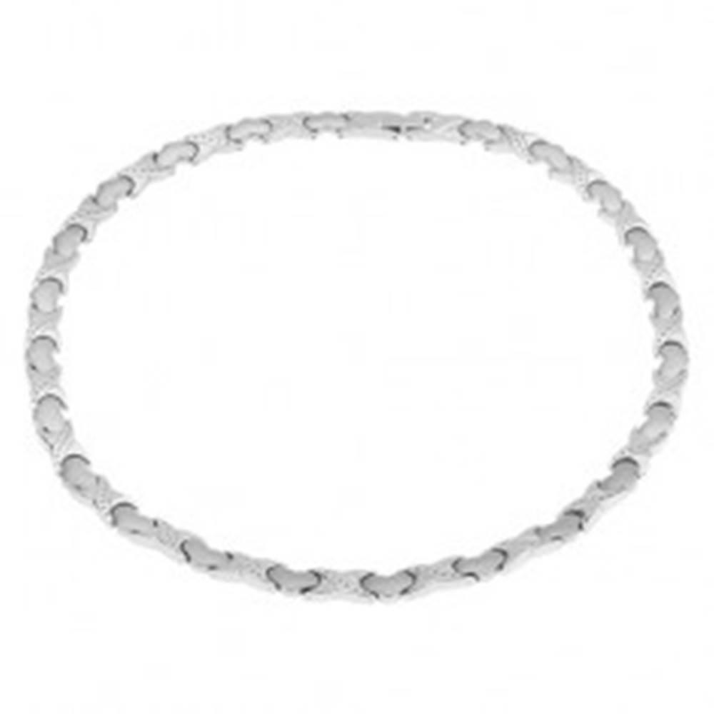 """Šperky eshop Magnetický náhrdelník z ocele, strieborná farba, """"X"""" články, srdiečka"""