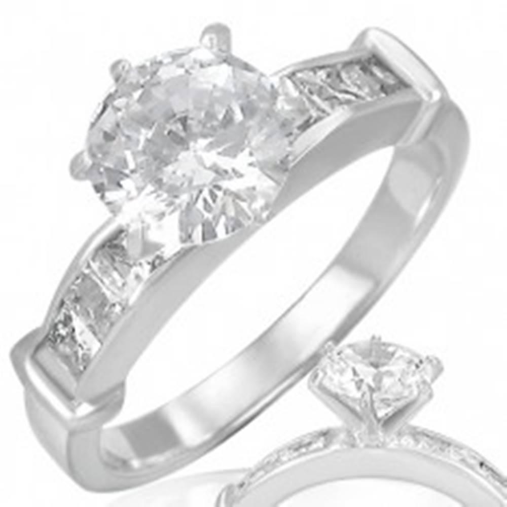 Šperky eshop Oceľový prsteň - číry vystúpený okrúhly zirkón v strede - Veľkosť: 49 mm