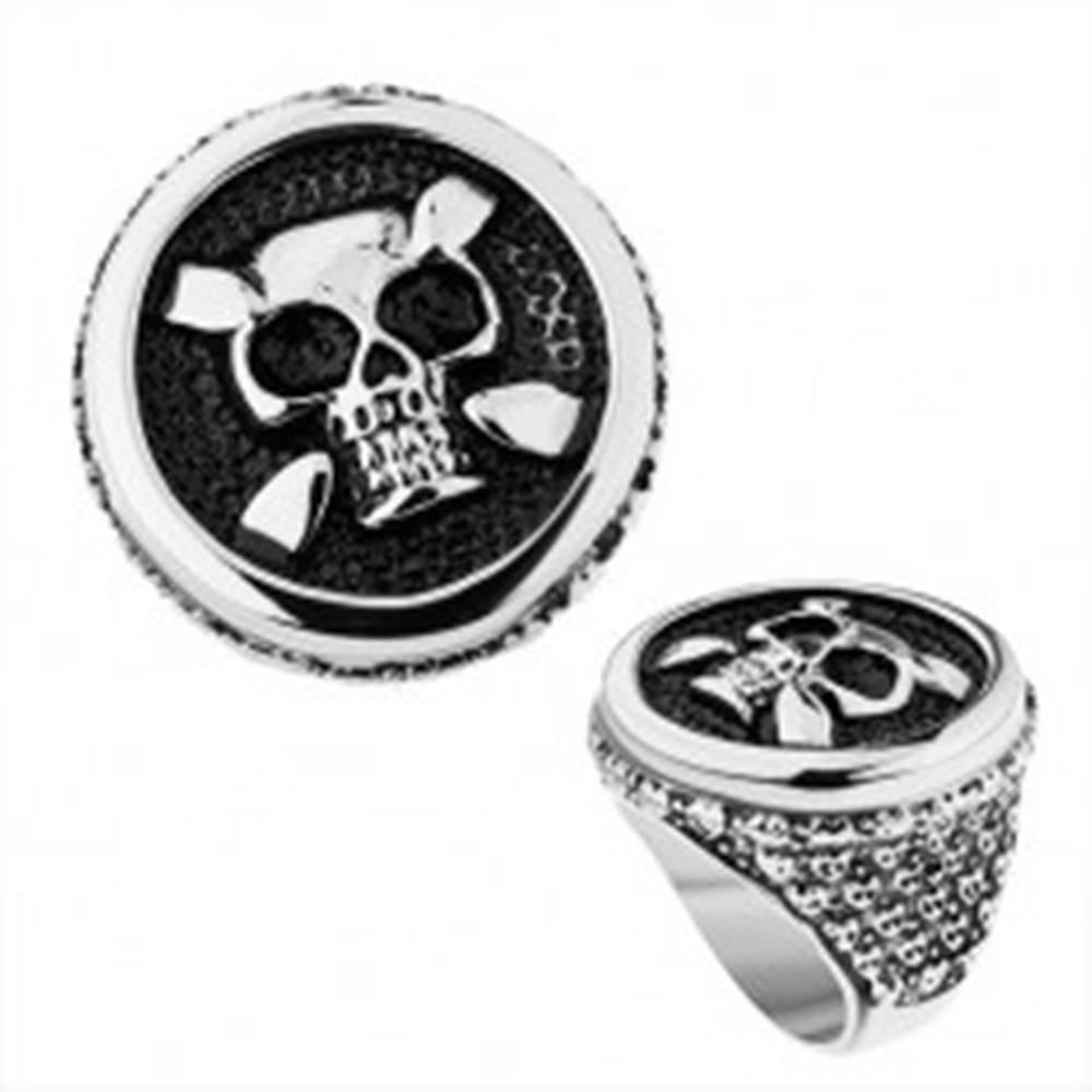 Šperky eshop Oceľový prsteň v striebornom odtieni, kruh, patinovaná lebka, srdcia, bodky - Veľkosť: 56 mm