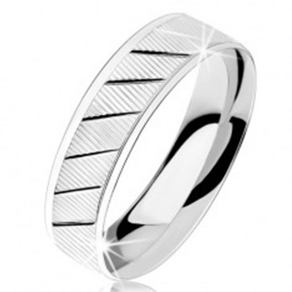 Šperky eshop Prsteň zo striebra 925, vrúbkovaný povrch, diagonálne lesklé zárezy - Veľkosť: 49 mm