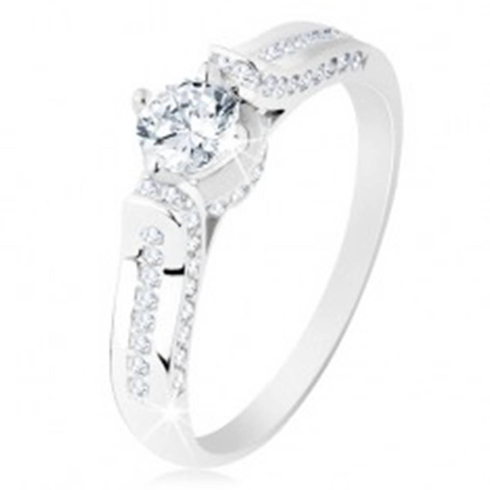 Šperky eshop Strieborný prsteň 925, číra zirkónová línia, okrúhly zirkónik v ozdobnom kotlíku - Veľkosť: 49 mm
