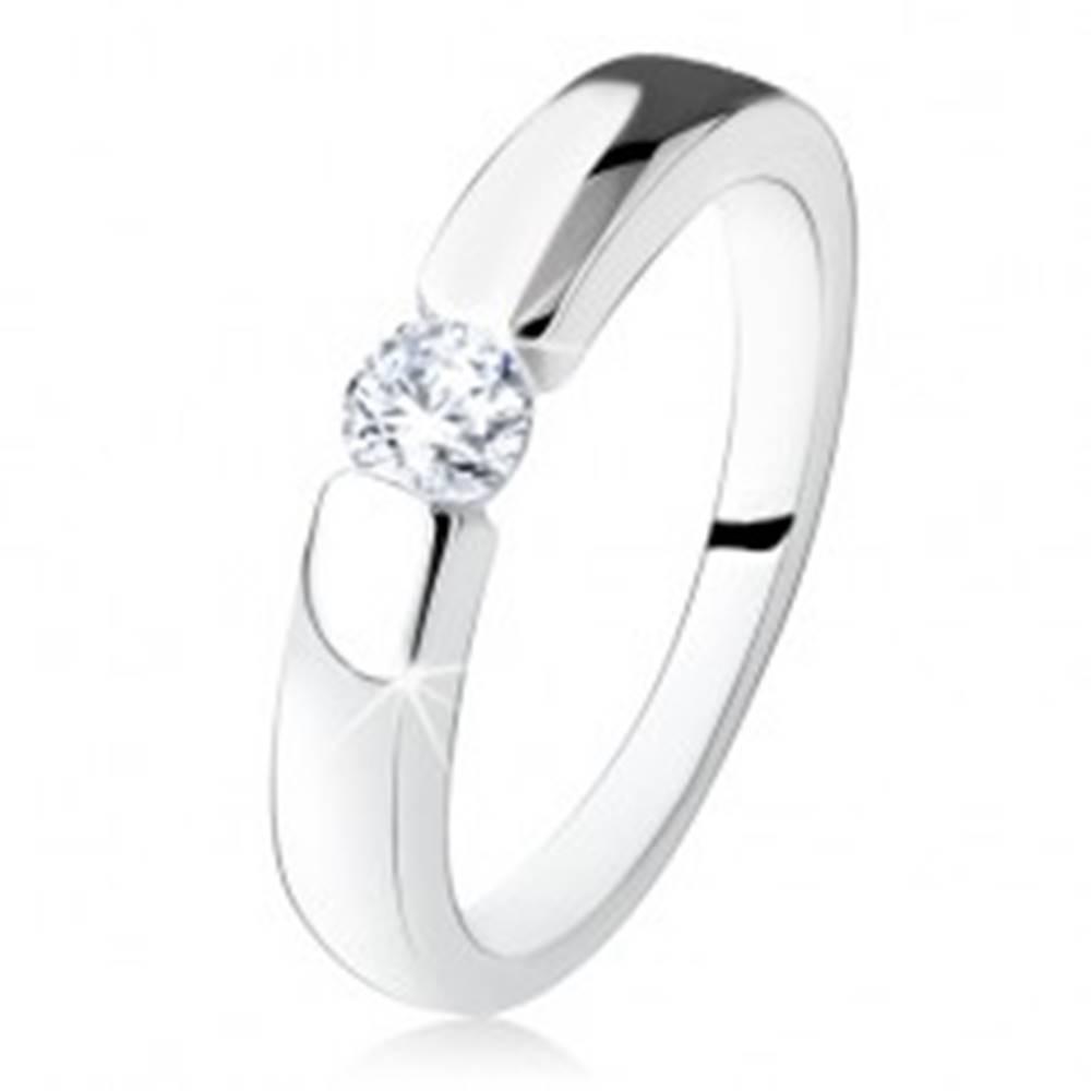 Šperky eshop Strieborný zásnubný prsteň 925, hladké a lesklé ramená, okrúhly zirkón - Veľkosť: 48 mm