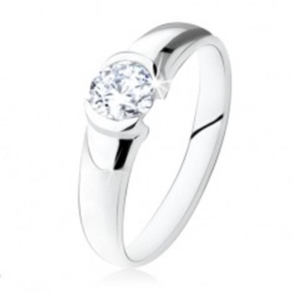 Šperky eshop Strieborný zásnubný prsteň 925, okrúhly číry kamienok, lesklý povrch - Veľkosť: 48 mm