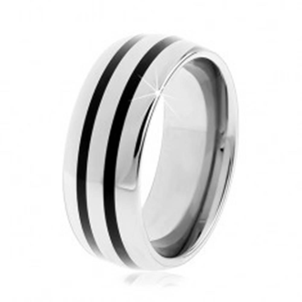 Šperky eshop Tungstenový hladký prsteň, jemne vypuklý, lesklý povrch, dva čierne pruhy - Veľkosť: 49 mm